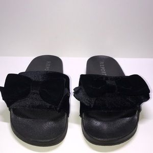Black bow Report slides size 8